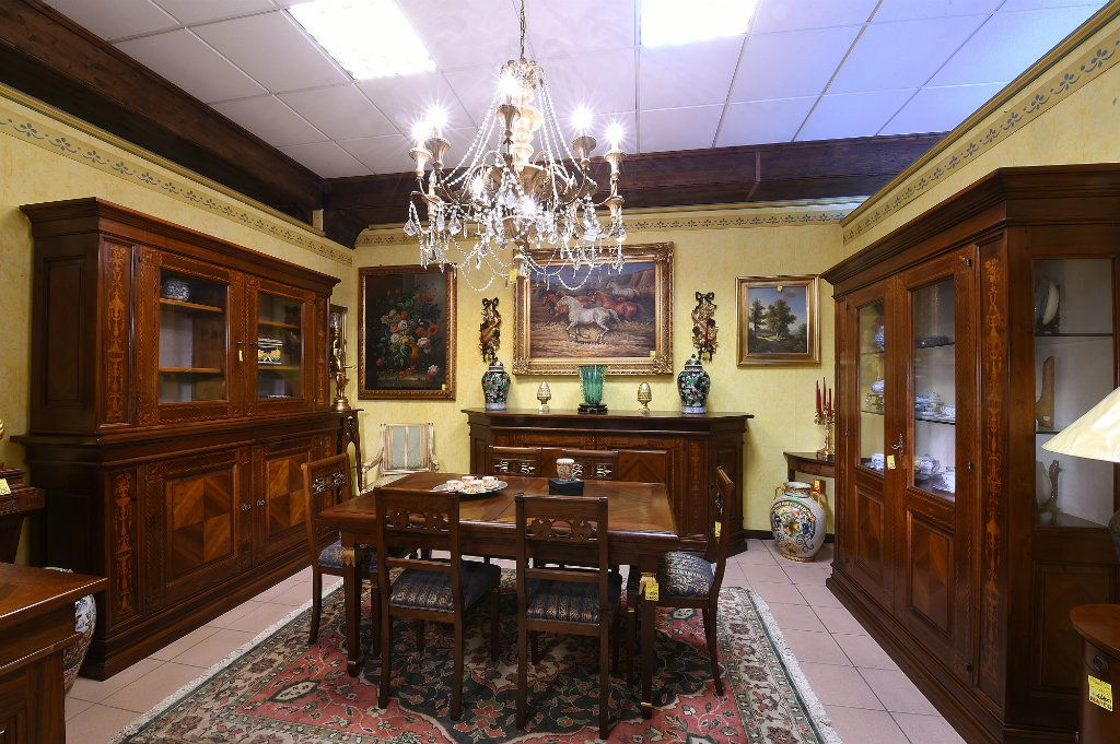 Arredamenti bianco mobili etnici e mobili classici for Arredamento toscano