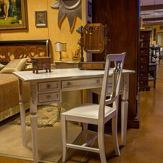 Scrittoio in legno laccato bianco e finiture foglia argento Arredamenti Bianco Savigliano