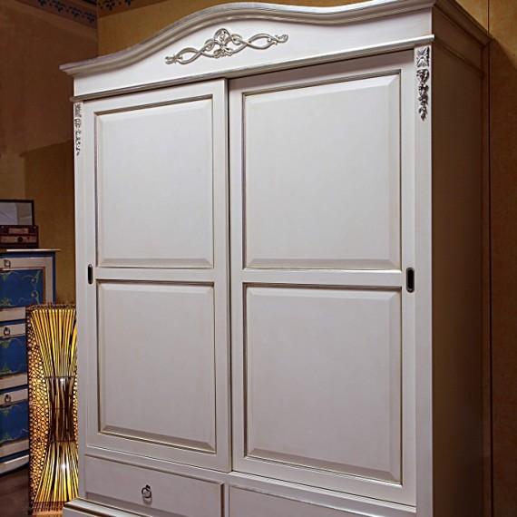 Armadio in legno due ante con porte scorrevoli e due cassetti, finitura laccato bianco con particolari scolpiti e finitura foglia argento, Arredamenti Bianco Savigliano