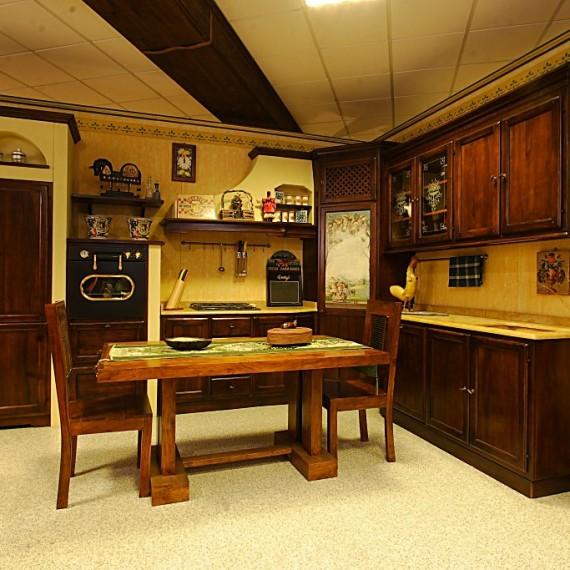 Cucina in legno classica in muratura.
