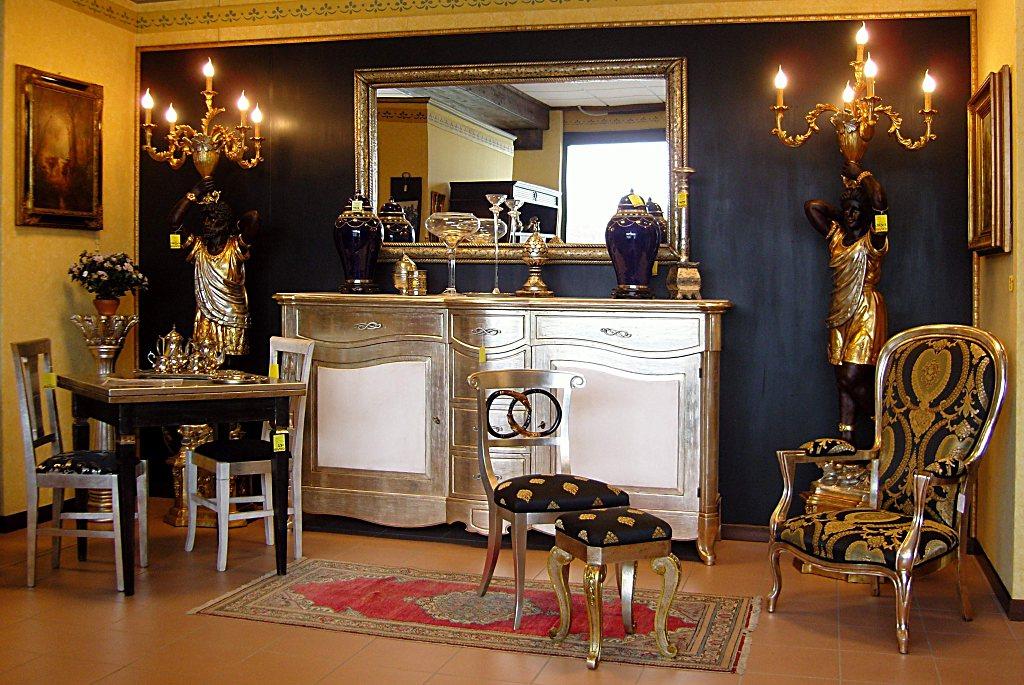 Salotto con credenza, tavolo e sedie.finitura nero e foglia argento, tessuti pregiati in cotone e seta.