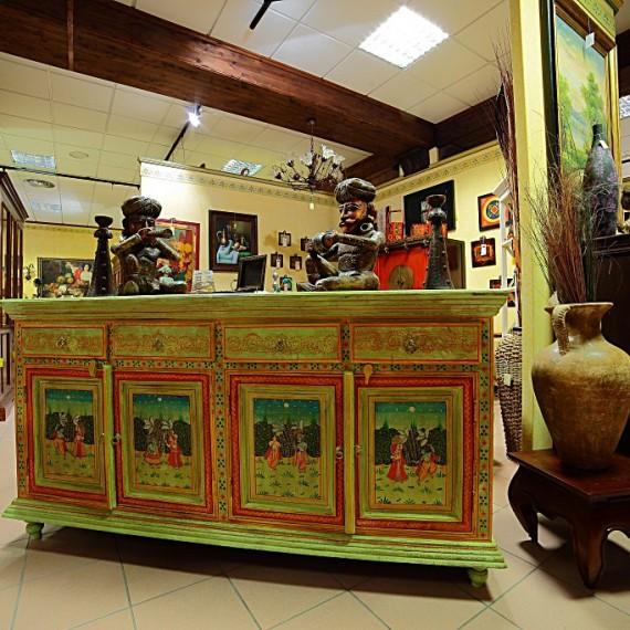 Credenza India, quattro porte e quattro cassetti, laccata verde acqua e decori raffiguranti scene di vita. etnico, arredamenti bianco Savigliano