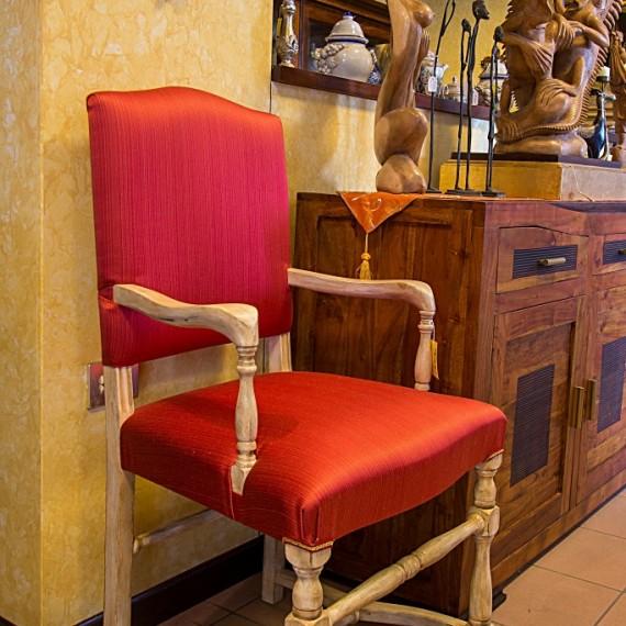 Sedia il legno finitura laccato bianco patinato, stoffa rossa