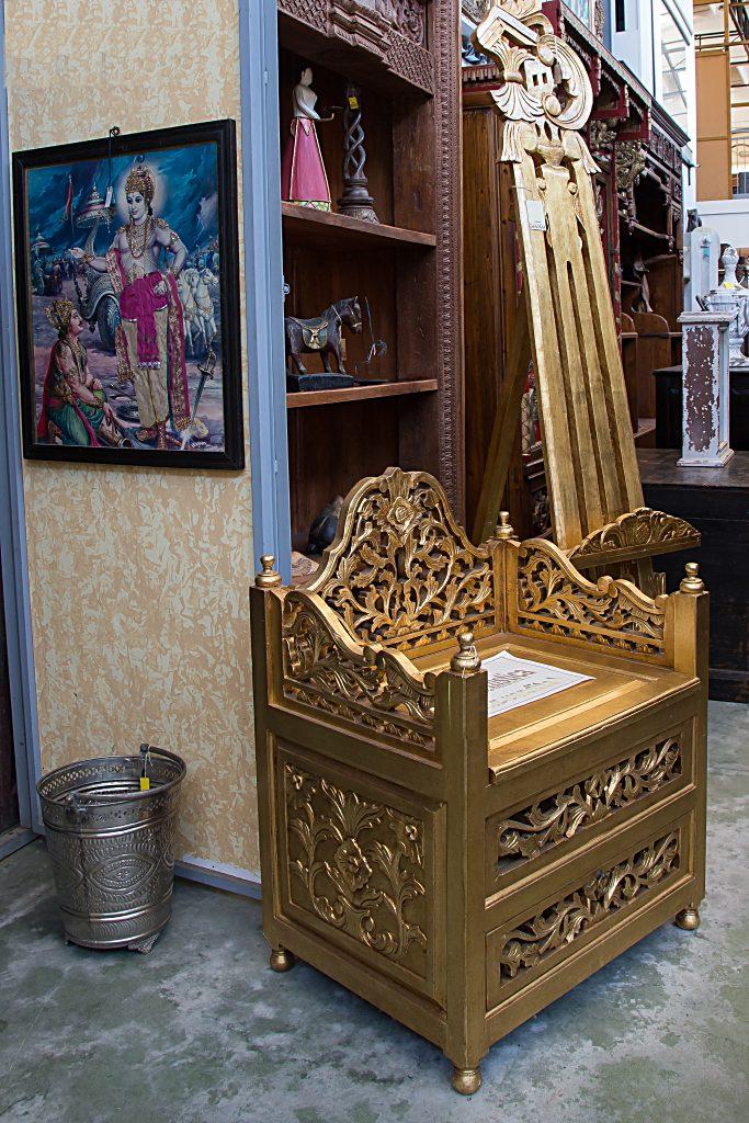 PANCHETTA INTAGLIATA, INDONESIA, FINITURA FOGLIA ORO Arredamenti BIANCO Savigliano (CN) www.arredamentibianco.it tel. 0172.71.61.47