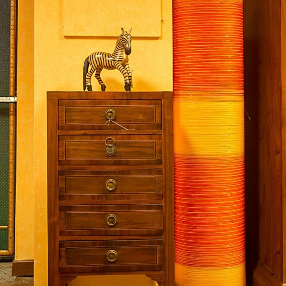 CASSETTIERINA LASTRONATA, CON FILETTO Arredamenti BIANCO Savigliano (CN) www.arredamentibianco.it tel. 0172.71.61.47 Chiudi ART.09-0210