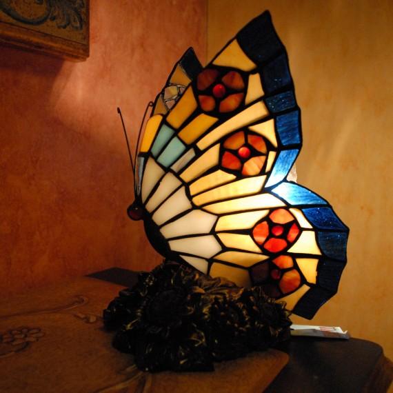 Lampada tiffany a forma di farfalla, con base in bronzo raffigurante fiori.