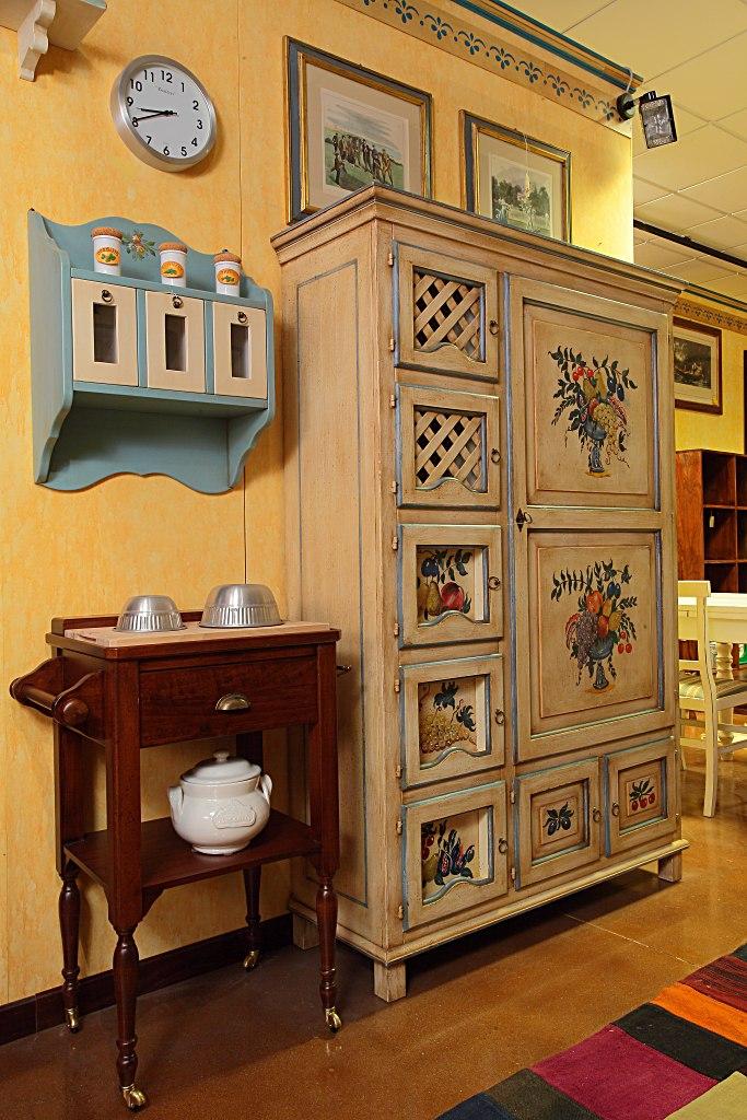 Arredamenti bianco mobili etnici e mobili classici for Dispensa legno
